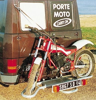 porte moto sur attelage 4x4 voiture et camping car porte motos carry on. Black Bedroom Furniture Sets. Home Design Ideas