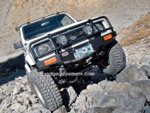 SUZUKI SAMOURAد équipements renforcés raids 4x4 - Accessoires et suspensions