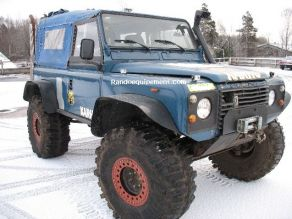 LAND ROVER DEFENDER 90 équipements renforcés raids 4x4